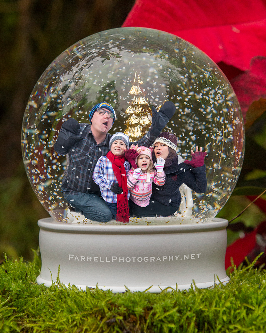 christmas-funny-snow-globe-family-photo-by-steven-farrell-of-farrell-photography-img_0427-c