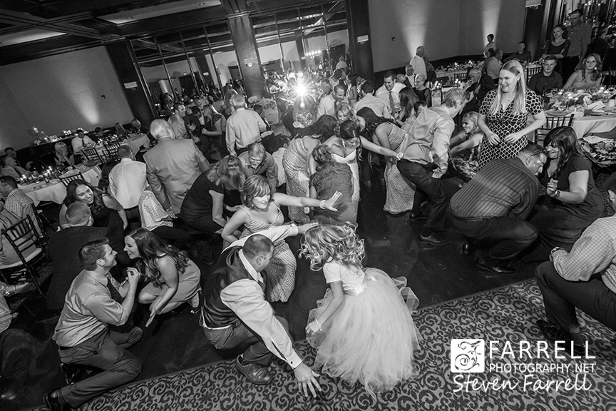 Arden-Hills-Wedding-by-Farrell-Photography-Sacramento-Wedding-Photographers-wedding-party-dancing--2015-IMG_2018