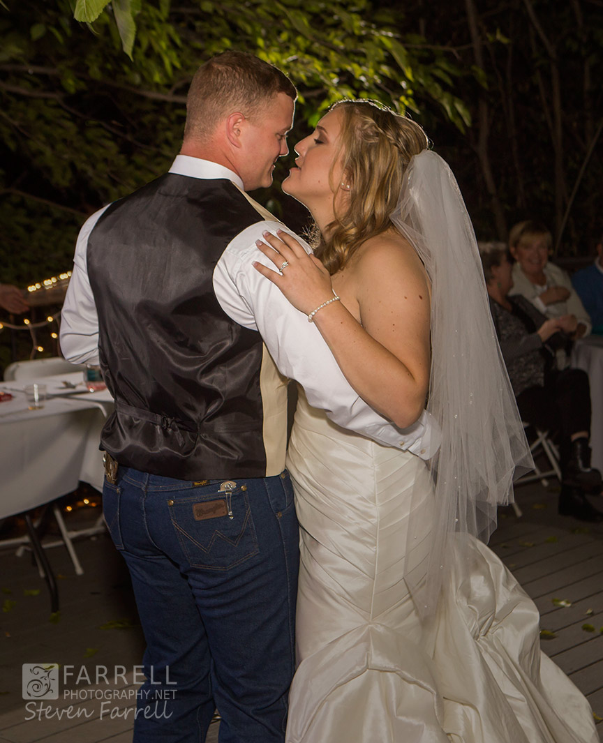 Hotel-Ledger-Wedding-in-Mokelumne-Hill-CA-by-Steven-Farrell-of-Farrell-Photography-IMG_2327