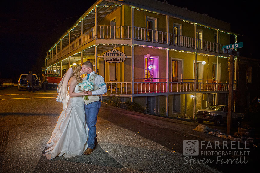 Hotel-Ledger-Wedding-in-Mokelumne-Hill-CA-by-Steven-Farrell-of-Farrell-Photography-IMG_2616